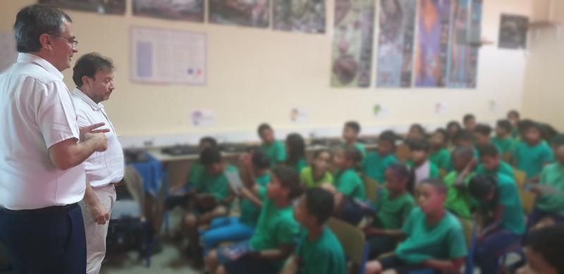 Des élèves de CM2 curieux et attentifs...