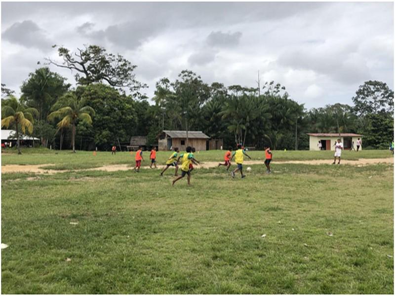 Tournoi de foot : la bataille fût intense  pour la conquête du ballon...
